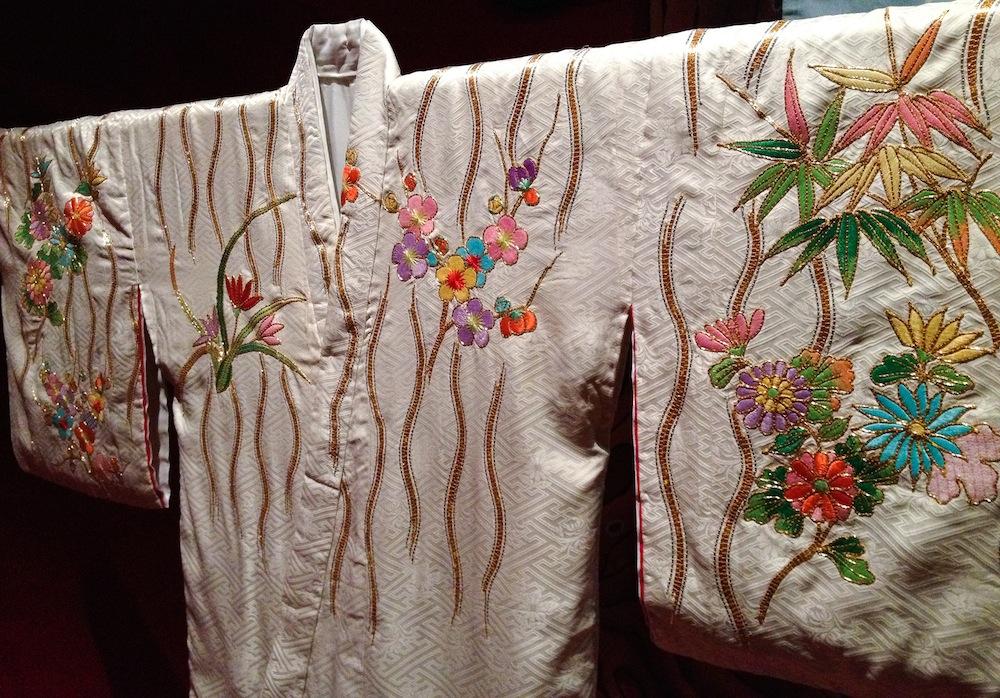 Petite mais très belle exposition de kimonos de théâtre KABUKI à la Fondation Pierre Bergé - Yves Saint Laurent.    http://www.fondation-pb-ysl.net/fr/Kabuki-costumes-du-theatre-japonais-597.html