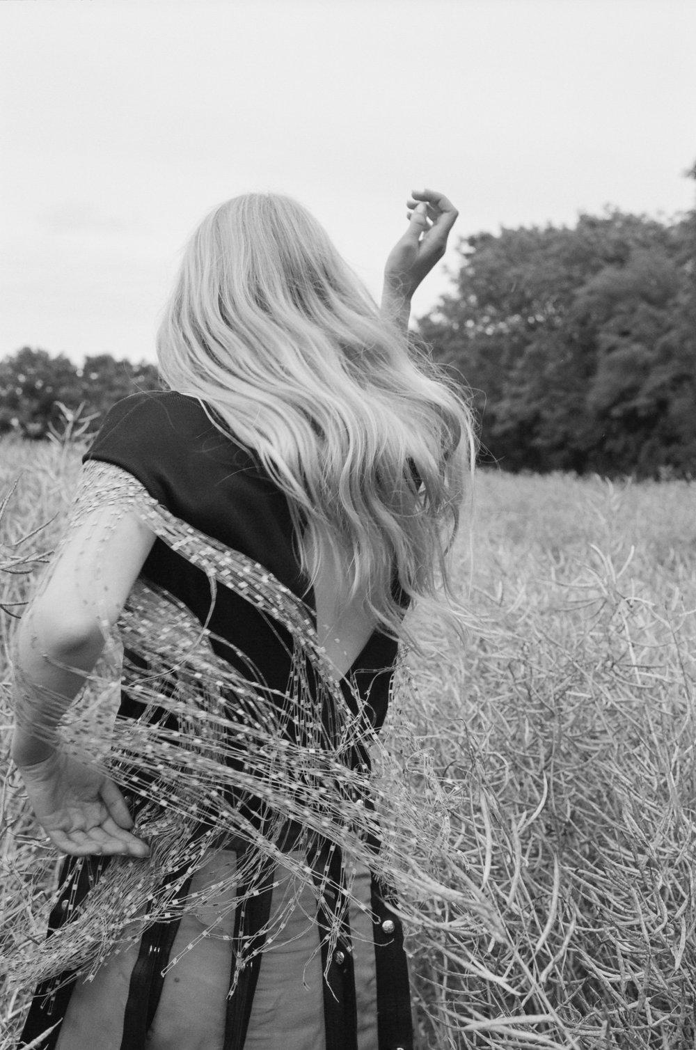 amber_mahoney_lula_japan_english_countryside_fashion_editorial_film_003.jpg