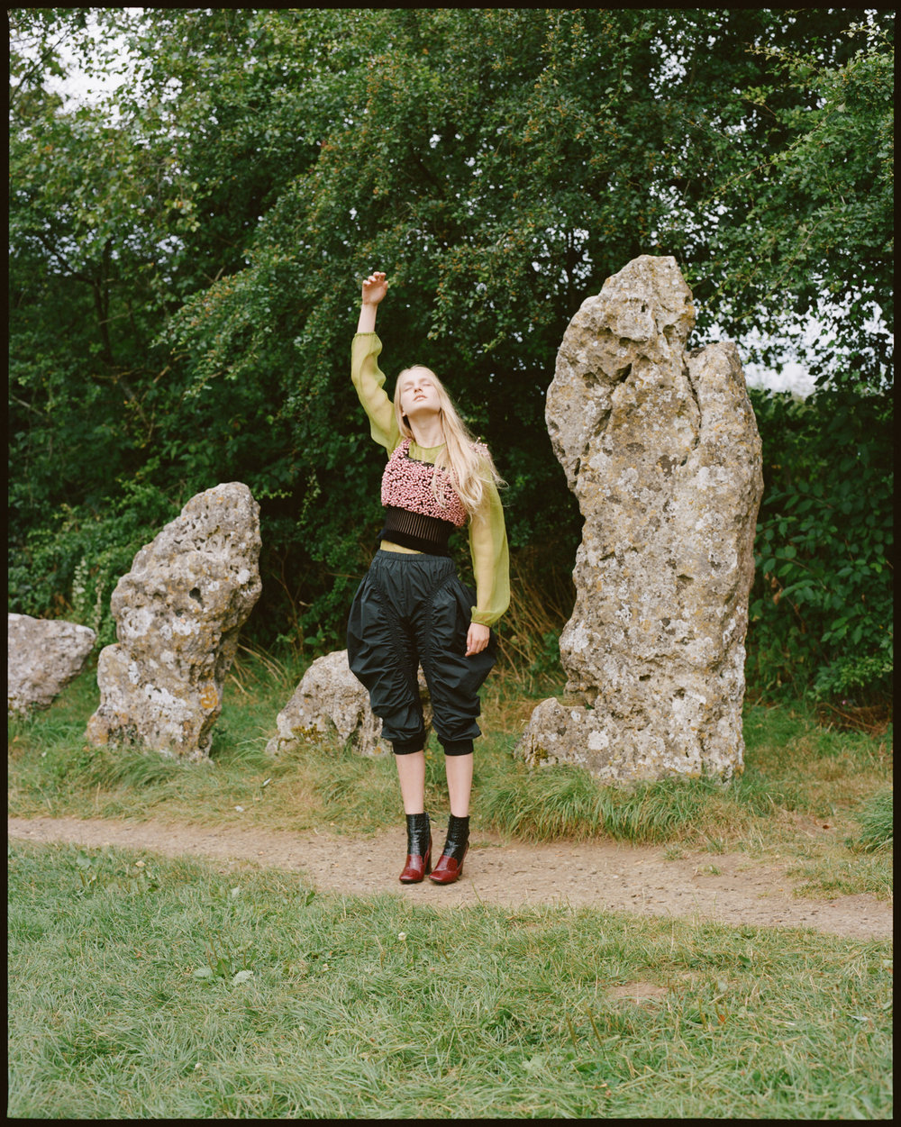 amber_mahoney_lula_japan_english_countryside_fashion_editorial_film_006.jpg