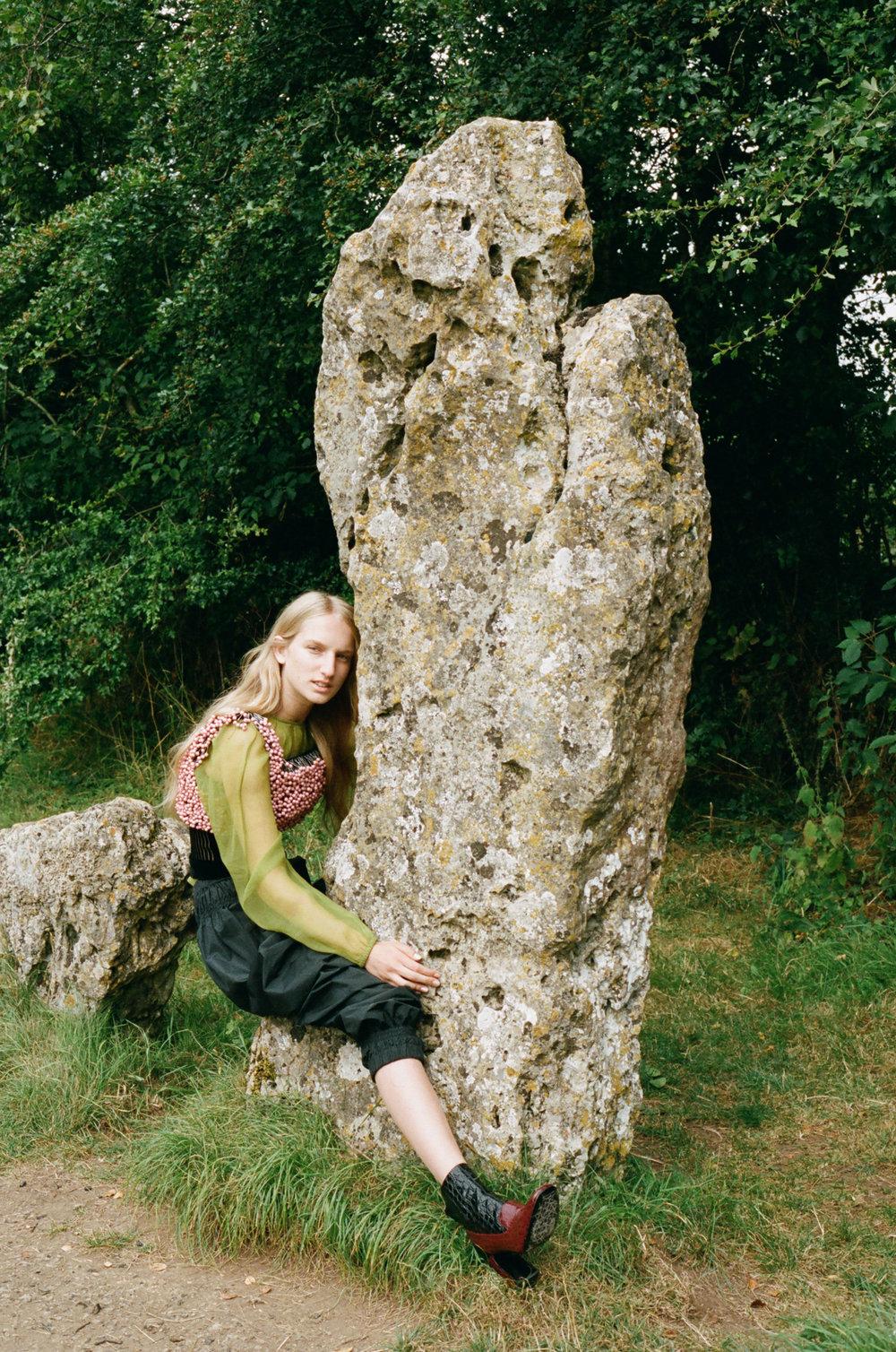 amber_mahoney_lula_japan_english_countryside_fashion_editorial_film_008.jpg