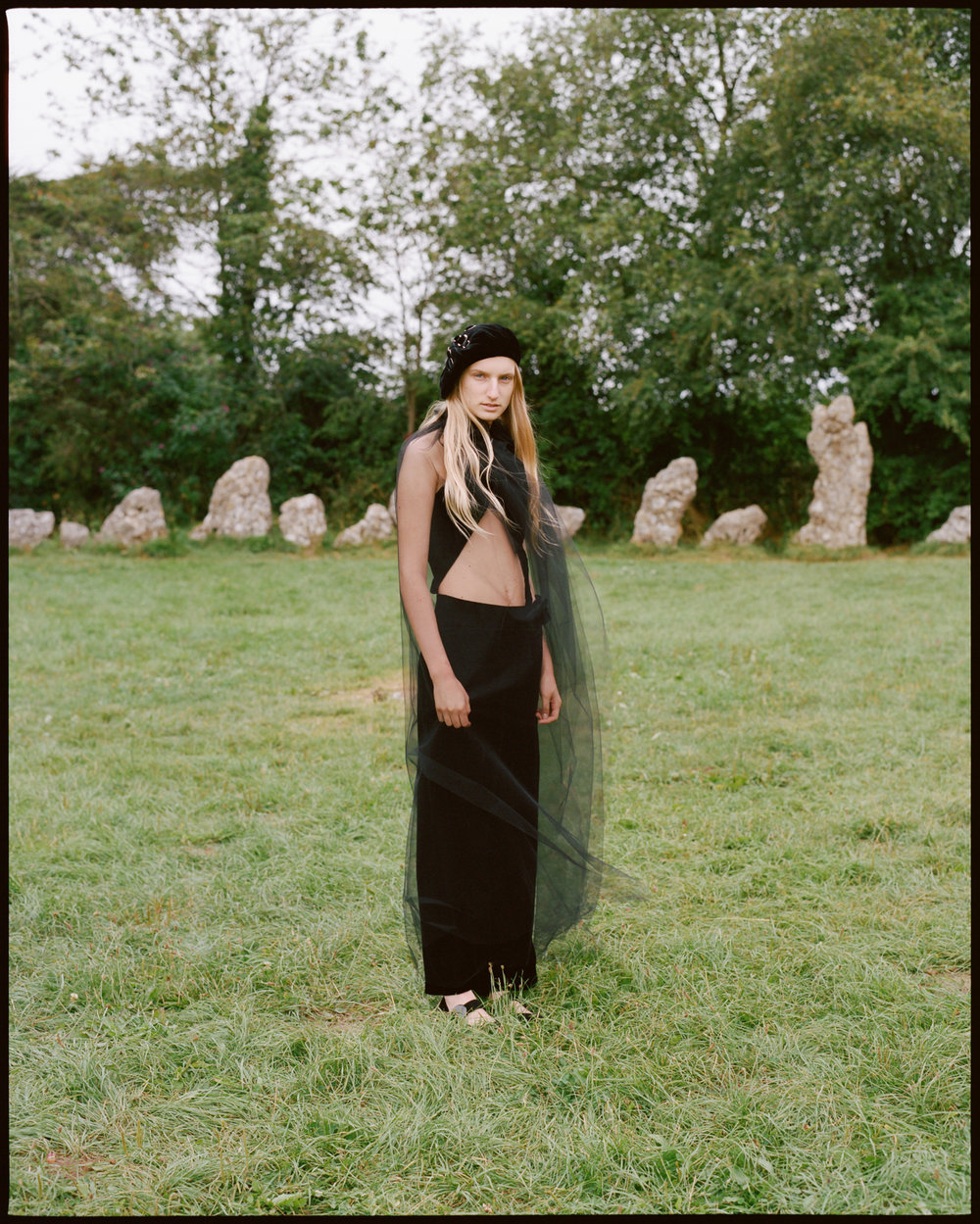 amber_mahoney_lula_japan_english_countryside_fashion_editorial_film_018.jpg