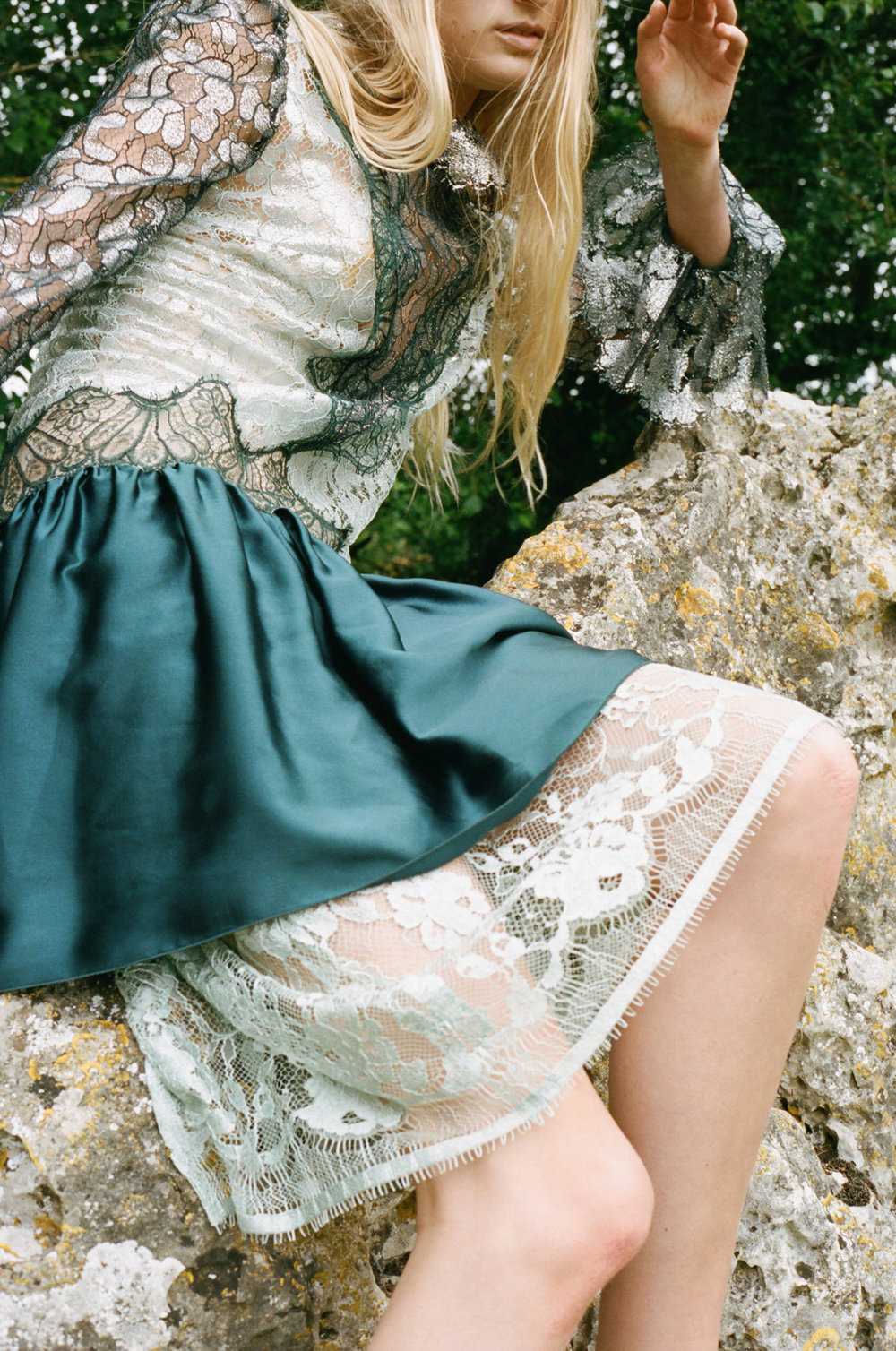 amber_mahoney_lula_japan_english_countryside_fashion_editorial_film_012.jpg
