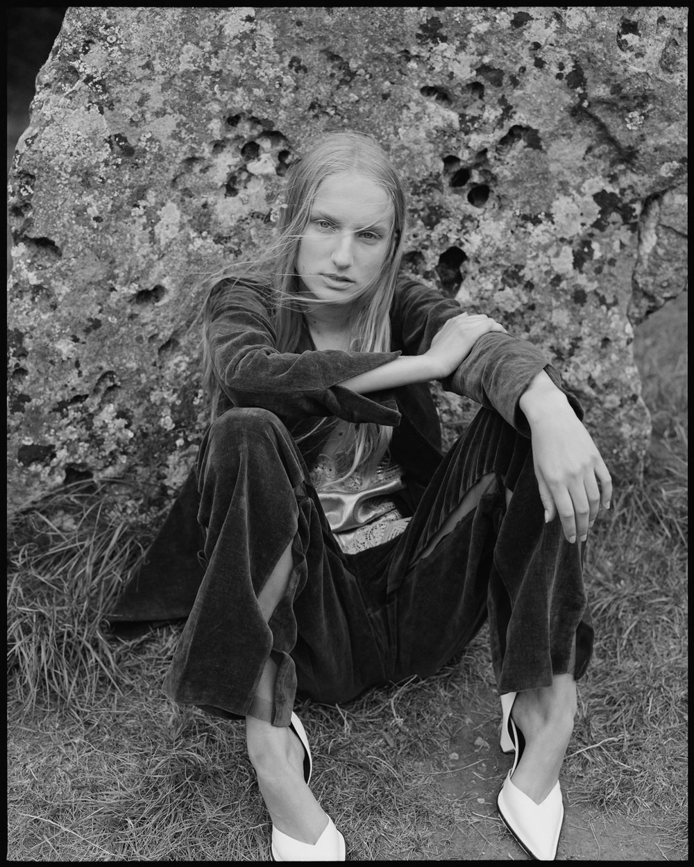 amber_mahoney_lula_japan_english_countryside_fashion_editorial_film_017.jpg