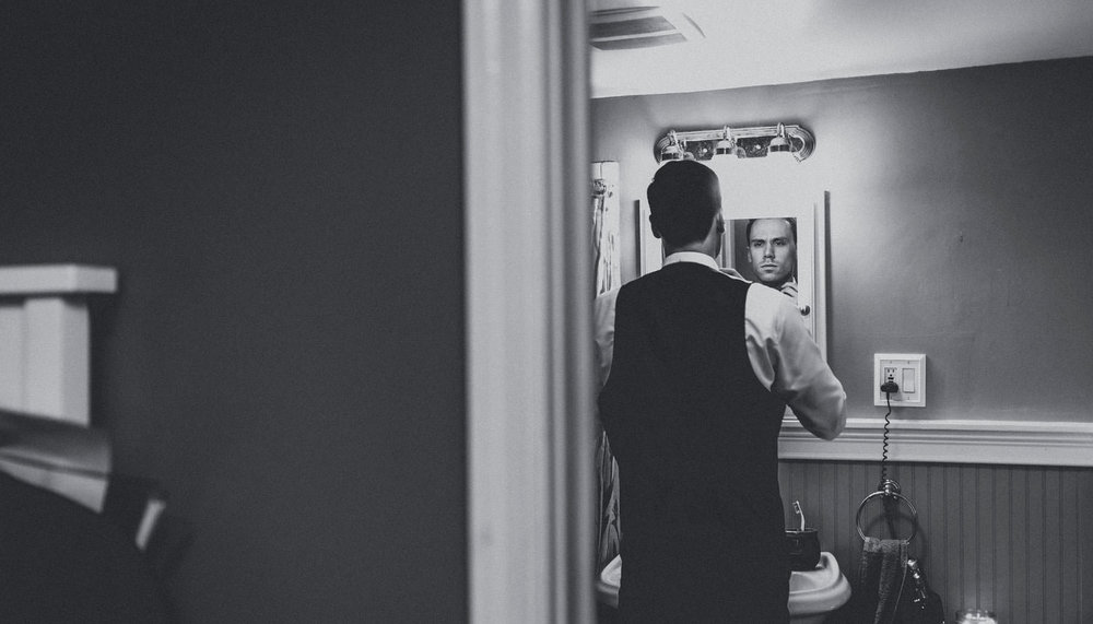 Wedding-Photographer-Getting-Ready-04.jpg