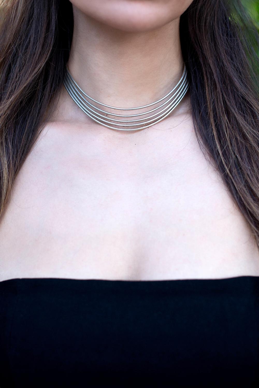 Wire silver choker