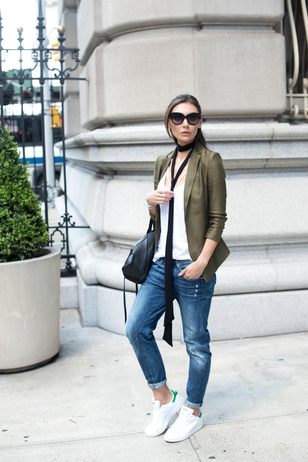 BLAZER.   TOP.   JEANS.   SHOES.   SCARF.   BAG.   SUNGLASSES.   RING.   BRACELET.