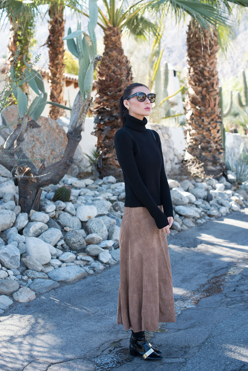 Céline Turtleneck via THREDUP. SKIRT. SHOES (Zara, old. Similar HERE, HERE and HERE) BAG. EARRINGS. SUNGLASSES.