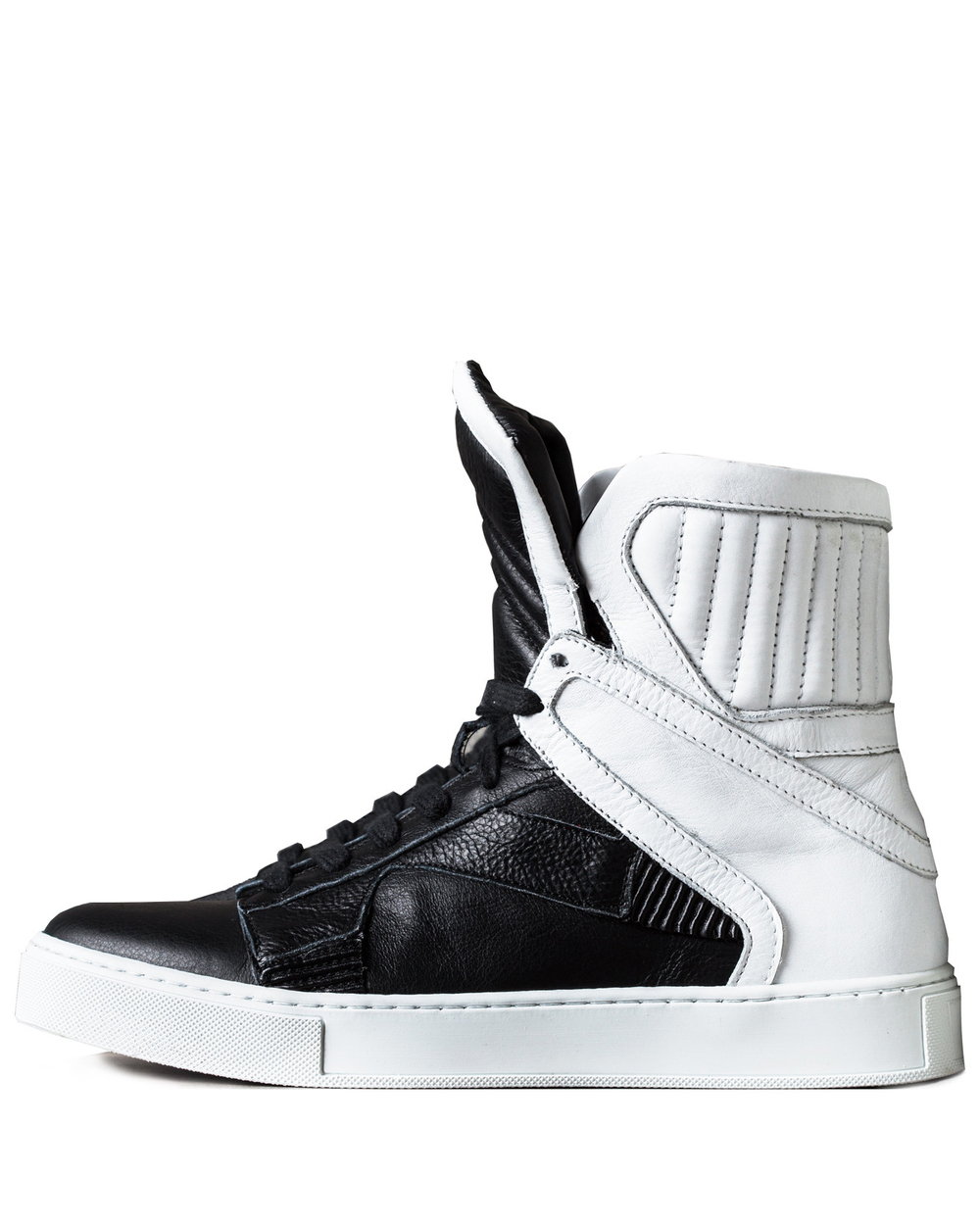HIGH TOP TRAINER