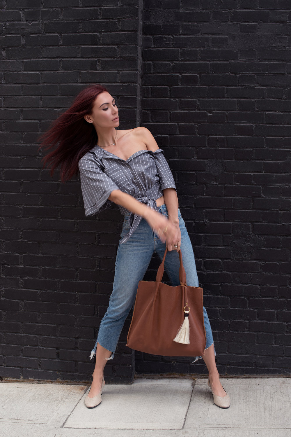 TOP / JEANS / SHOES (similar HERE) / BAG / NECKLACE /