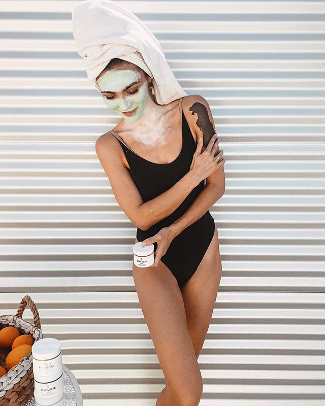 One of my favorite things about being a grown up is you can do whatever TF you want. Like doing a face mask in your bathing suit in the middle of the day. And since I'm already #outformud, why not add all the masks!!! I've got the @borgheseroma Advanced Fango Delicato on my face (good for helping to cleanse and purify even the most sensitive skin) and the Fango Riparativo on my neck décolletage (to help relieve my dry skin). Leave them on for 2-5 minutes and wash them o ff to a shiny new you! You can actually also use them to spot treat. I'm also loving the Advanced Fango Active mask, which is great for helping with exfoliation and reducing pore and fine line appearance, and the Fango Uniforme, which helps with elasticity and brightening the skin (I like using this one post-sun). Which one sounds the most exciting to you? #shamelesslyborghese #ad