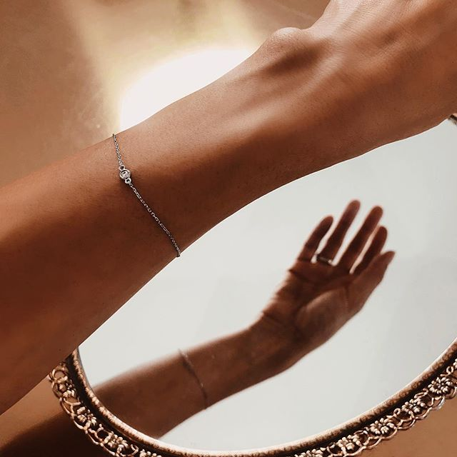 My pretty new dainty from @auratenewyork - I'm dying over so many pieces... help me pick the next one? www.thoughfulmisfit.com #linkinbio #diamondbezelbracelet✨💎✨