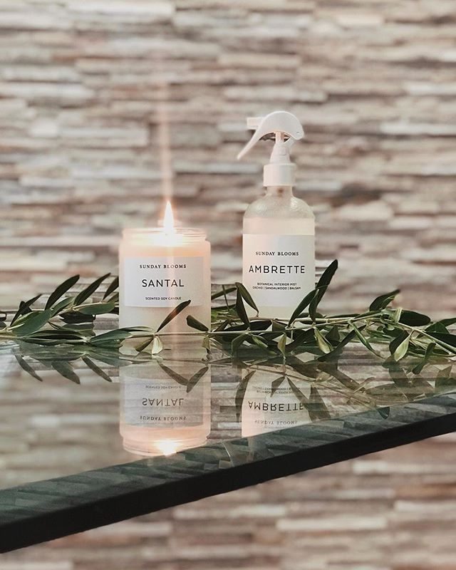 My most recent obsession @sunday.blooms has been filling our new home with beautiful botanical scents. 🌿 If you're an essential oil fan like me, or just a lover of quality home products, @sunday.blooms is definitely for you. I've never found candles or room sprays with scents this natural and dreamy. Seriously. 🍃🧖🏽‍♀️