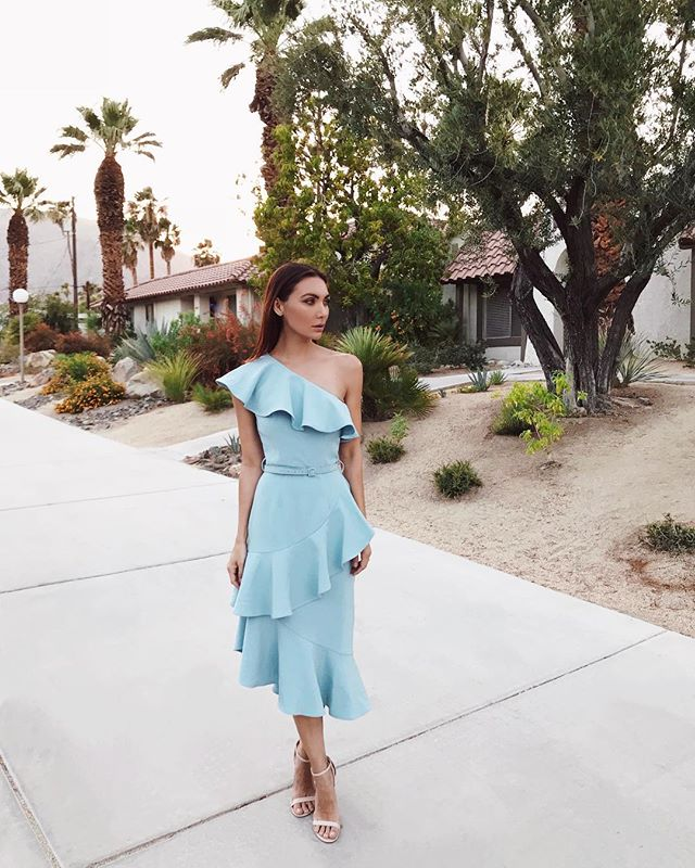 When date night is so good that this is the only photo you take the entire evening. ☺️💞 @nikkovalentino (dress by @8thsign and it fits like a dream ☁️) #psiloveyou #visitgps #palmsprings