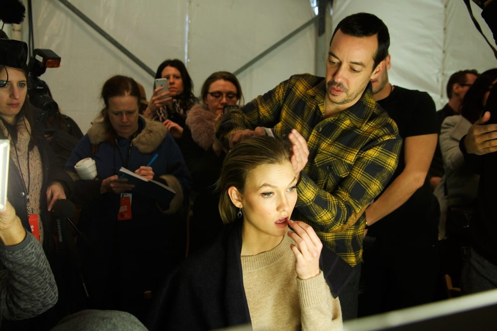 Spotted mode Karlie Kloss getting her hair done :)