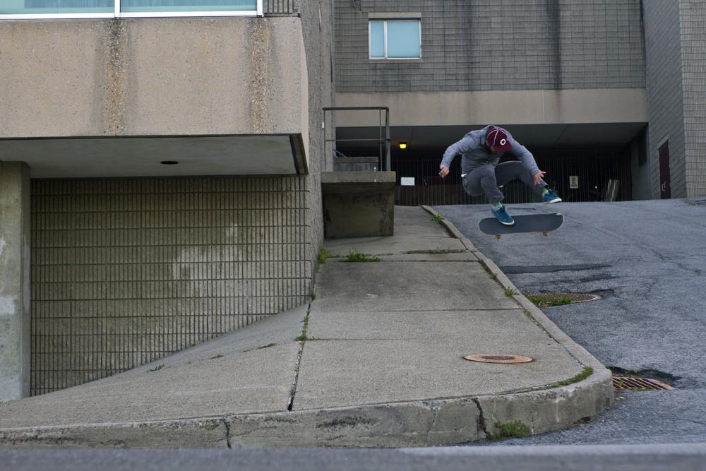 Dustin Younie,kickflip