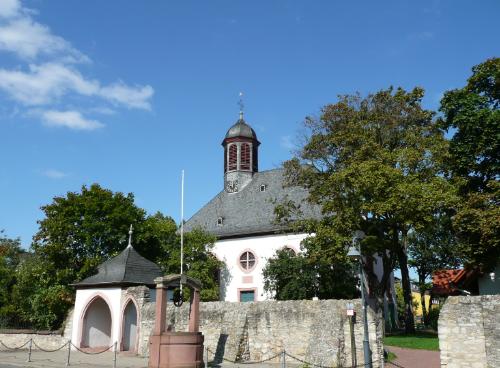 Bauschheim, Kirche