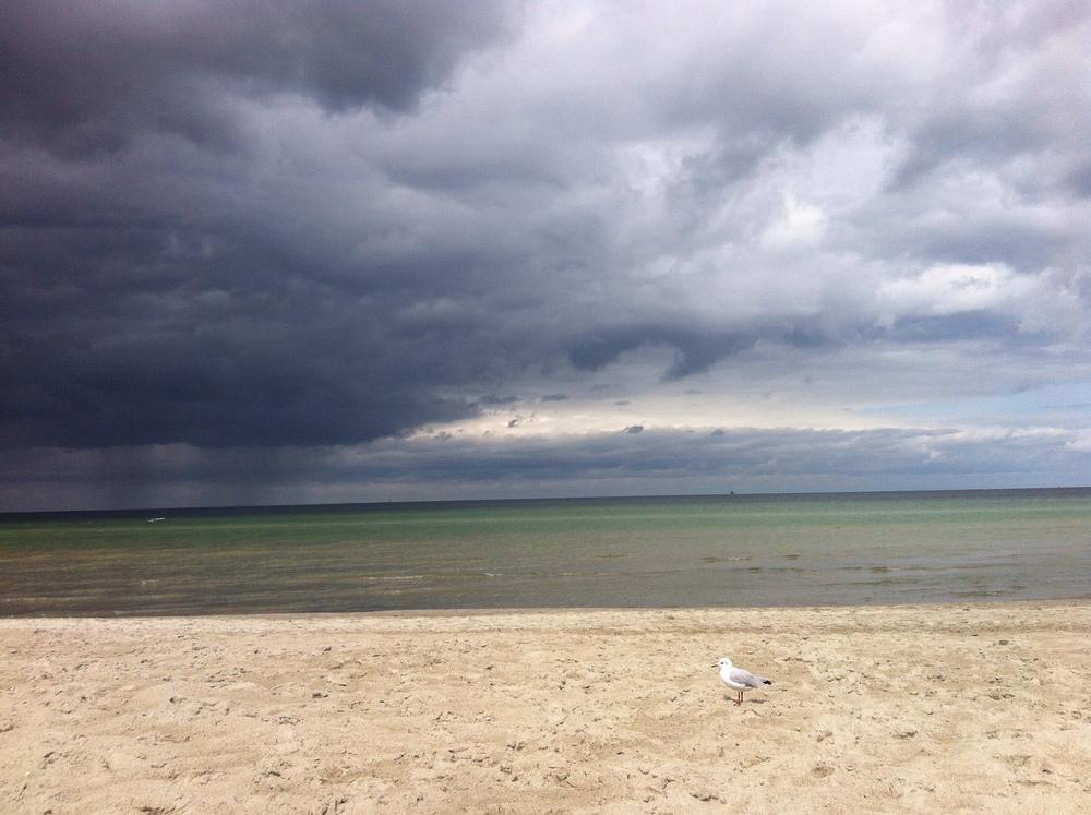 Manchmal trüben dicke Wolken aus Ärger und Stress Ihr Leben als Aupair-Mama. Aber oft blitzt die Sonne schon wieder durch, seien Sie zuversichtlich.