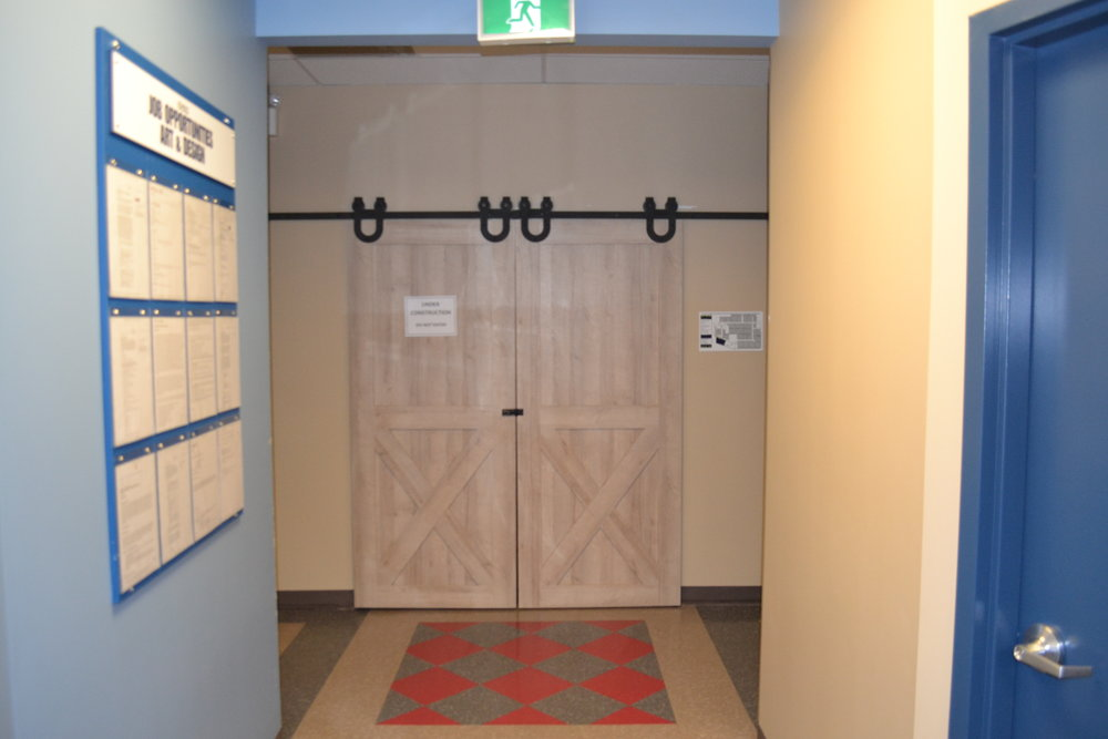 01-Entrance-closed.JPG
