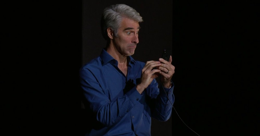 Craig Federighi demonstrando os Animojis