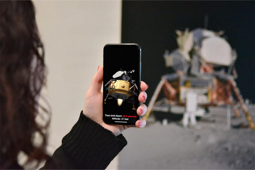 ARKit 1.5 pode tornar pósters, cartazes e outros numa experiência de Realidade Aumentada interativa.