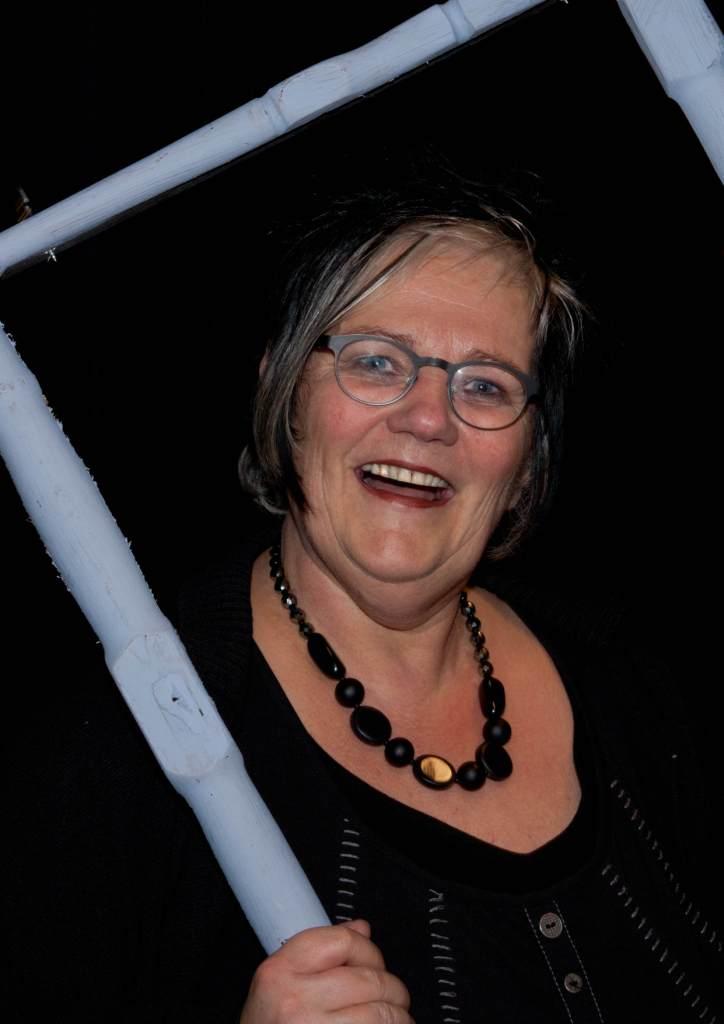 Hanneke van der Molen  Regisseur van alle voorstellingen behalve  Zus van  en  Savannah Bay
