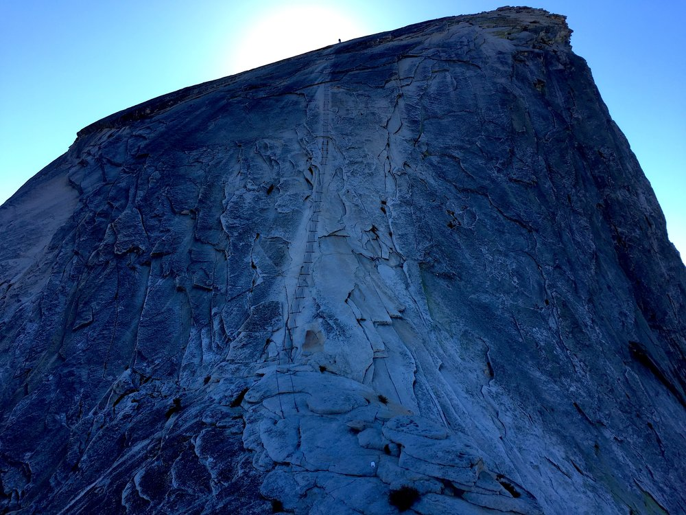 Half Dome'un tepesine cikan celik kablolar / Steel cables leading to the top