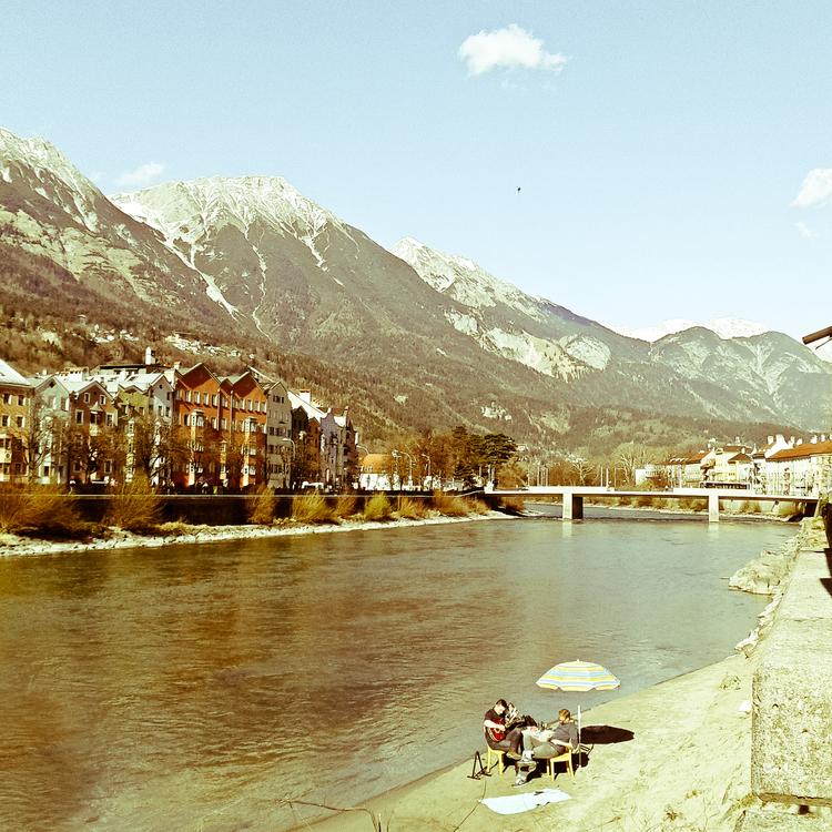 Team guten TAG Innsbruck aktiviert Innufer - Sandbank wird zum Inn-Café