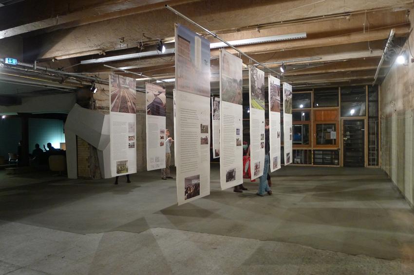 """Die Ausstellung """"Hands-On Urbanism 1850-2012. Vom Recht auf Grün"""" (azw/Kuratorin: Elke Krasny) war für zwei Wochen in der großen Halle der Bäckerei zu sehen. Elke Krasnys kuratorischer Vortrag dazu mußte leider kurzfristig aus Krankheitsgründen entfallen."""