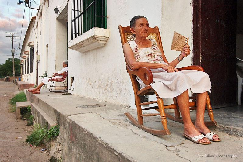 Las mecedoras momposinas , the famous rocking chairs of Mompos.