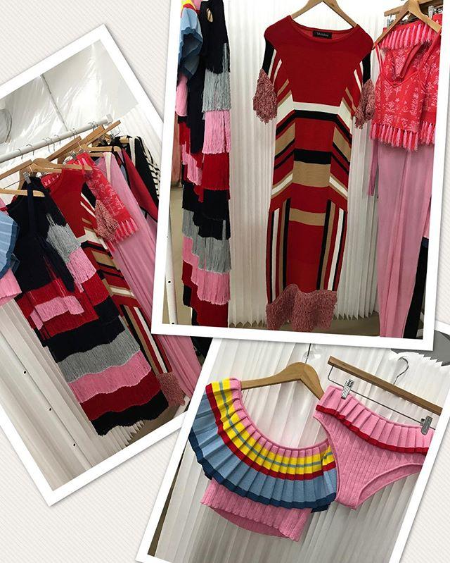Experiências como parte do design team da Rag&Bone e da Altuzarra, impulsionaram a designer Emily Diamandis a criar sua marca, a @tabularasany, que tem o knitwear como base.  A marca está fazendo sucesso com seu resort chic!  Eu compraria a arara toda!  Adorei conhecer vocês! #miamiswimweek