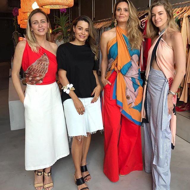 Repost from @voguebrasil @TopRankRepost #TopRankRepost A designer brasileira Hana Khalil arma evento hoje, em Miami, para apresentar a coleção de resort 2018 da sua grife, a @hkbeachwear. Para criar a linha, ela se inspirou no cenário artsy e cultural da cidade norte-americana. Outra grife nacional também participa agora do evento de moda: a @abi_project. Na foto, as sócias @daia.rezende e @alessandracavalcante, da @bossaconcept, onde acontece o encontro, com Hana e nossa correspondente @caroltdemelo.