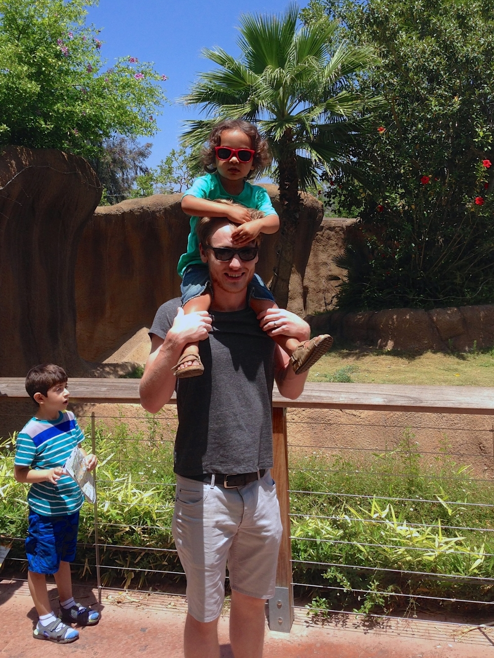 Travis + kids at the zoo