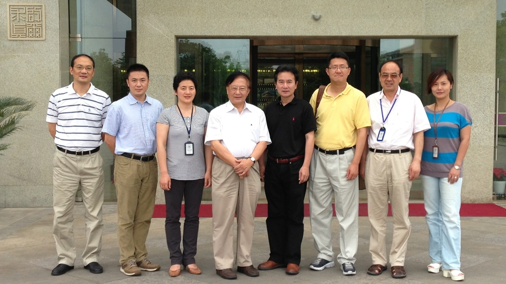 CHPAMS advisor Dr. YU Hai (left four), Dr. Harry Zhang (right three) and other colleagues at Zhejiang University