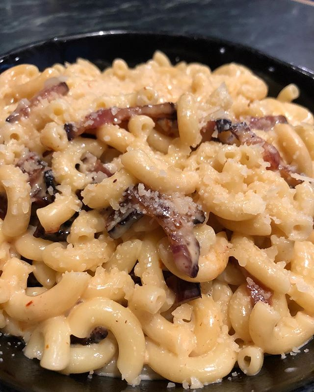 Hey locals! We have a secret. We know you missed our chipotle Mac n cheese. So we have it as a secret off the menu item 🤤. All you have to do is ask. . . . . . . . . . . #mcgivneys #sportsbar #mightytasty #tasty #yum #juneau #ak #alaska #dinejuneau #dba #adventurebyday #luxurybynight #juneaueats #food #foodstagram #sports #juneaurestaurants #eats #eatlikealocal #instagood #restaurant #macncheese #mcgivneysvalley