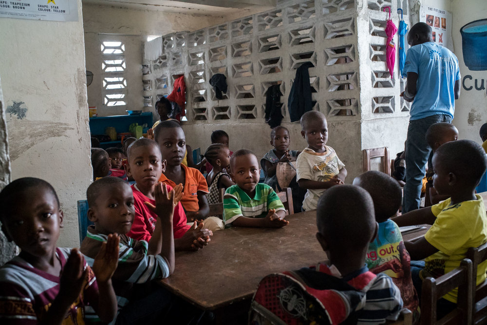 Children attend class in a recently opened and overcrowded Bridge school in inner city Monrovia. September 23, 2016. Monrovia, Liberia.