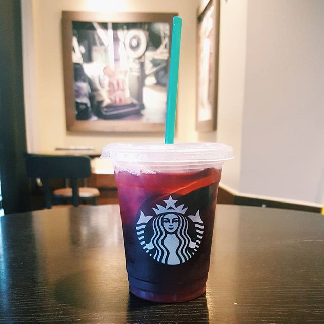 This miiiiiight be my new favorite 😍 #starbucks #teavana #berrysangriaherbaltea