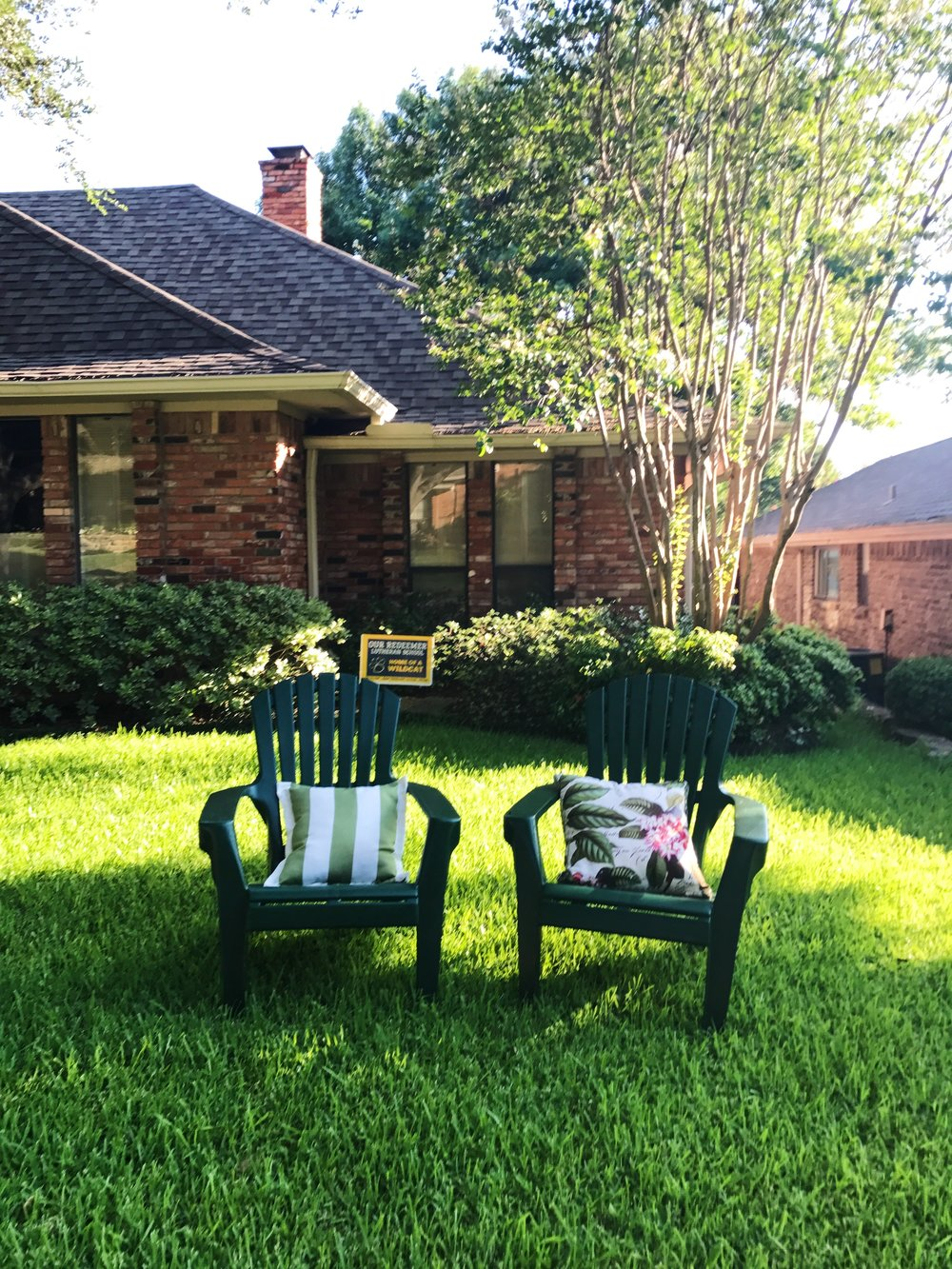 Gotta love the front lawn chairs, a trend I first saw in Dallas.