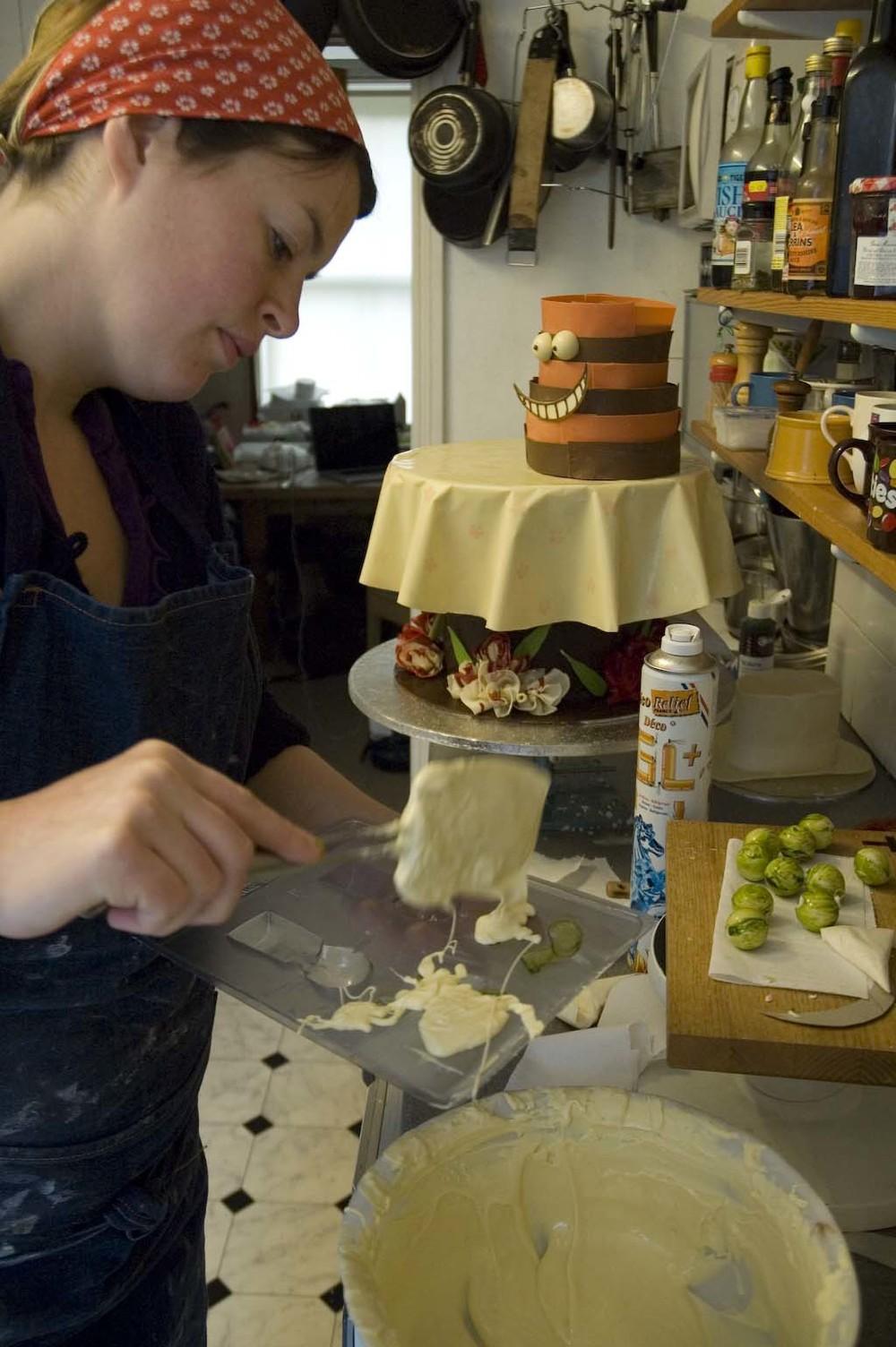 alice in wonderland cake 02.jpg