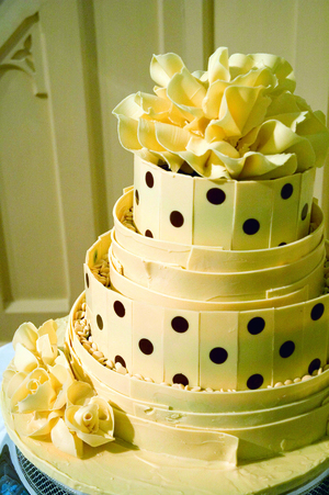 spotty white chololate wedding cake 02 CMYK.jpg