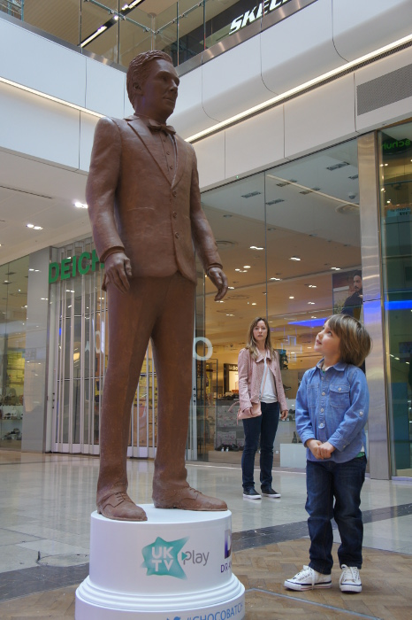 shebakes_benedict cumberbatch_chocobatch_westfield benedict_02 sculpture chocolate.JPG