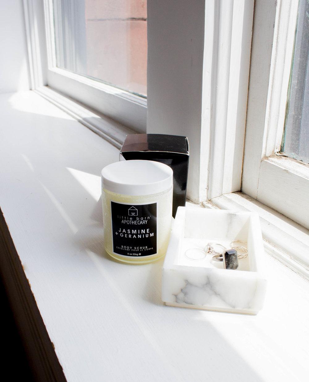 LITTLE BARN APOTHECARY    Jasmine+Geranium Polishing Body Scrub