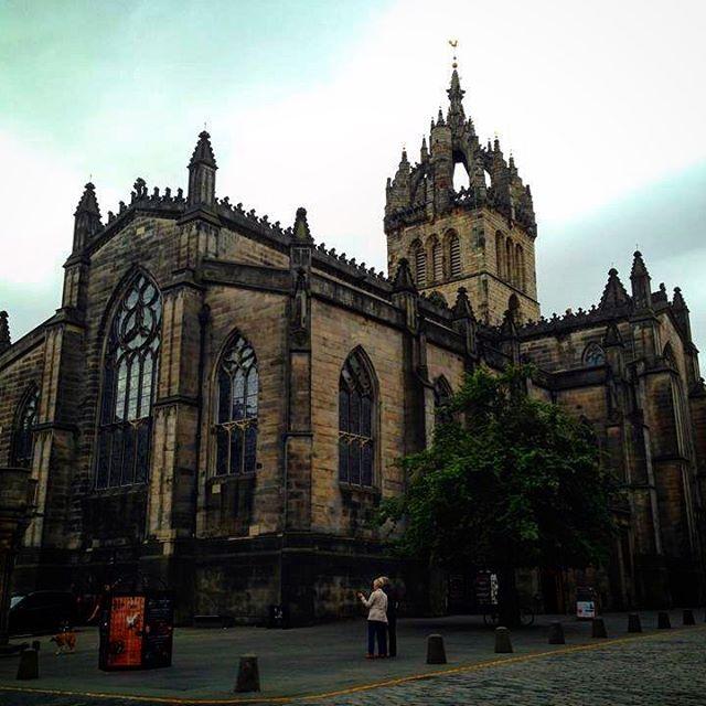 Scotland on a dreary, gloomy day . . . #scotland #travel #traveladdict #explore #luxurytravel #luxurylifestyle #hoddengem #castle #beautifuldestinations #justdowntheroad