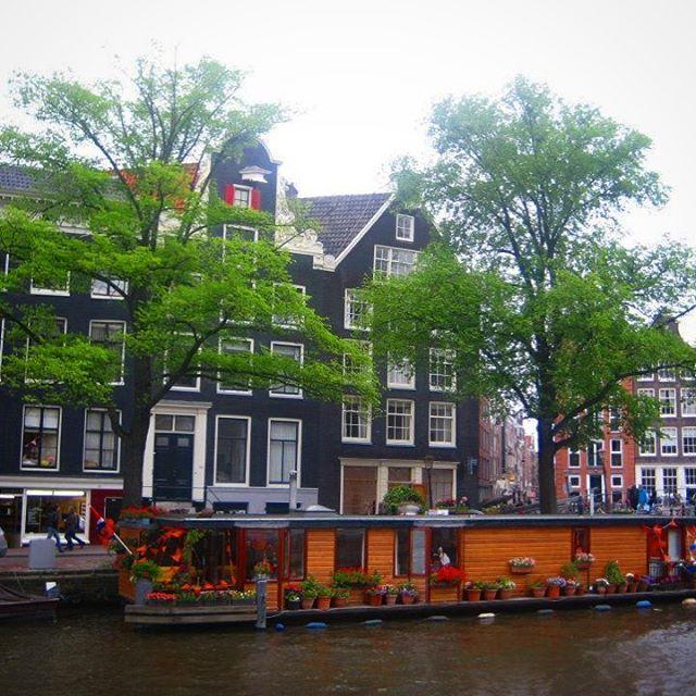 Amsterdam is always a good idea . . . #amsterdam #amsterdam_streets #amsterdamcanals #canals #travel #traveladdict #photo #photooftheday #instagood #explore #justdoit #letsgo #netherlands #go #luxurytravel #luxurylifestyle #justdowntheroad #jdtrtravel #jdtroad