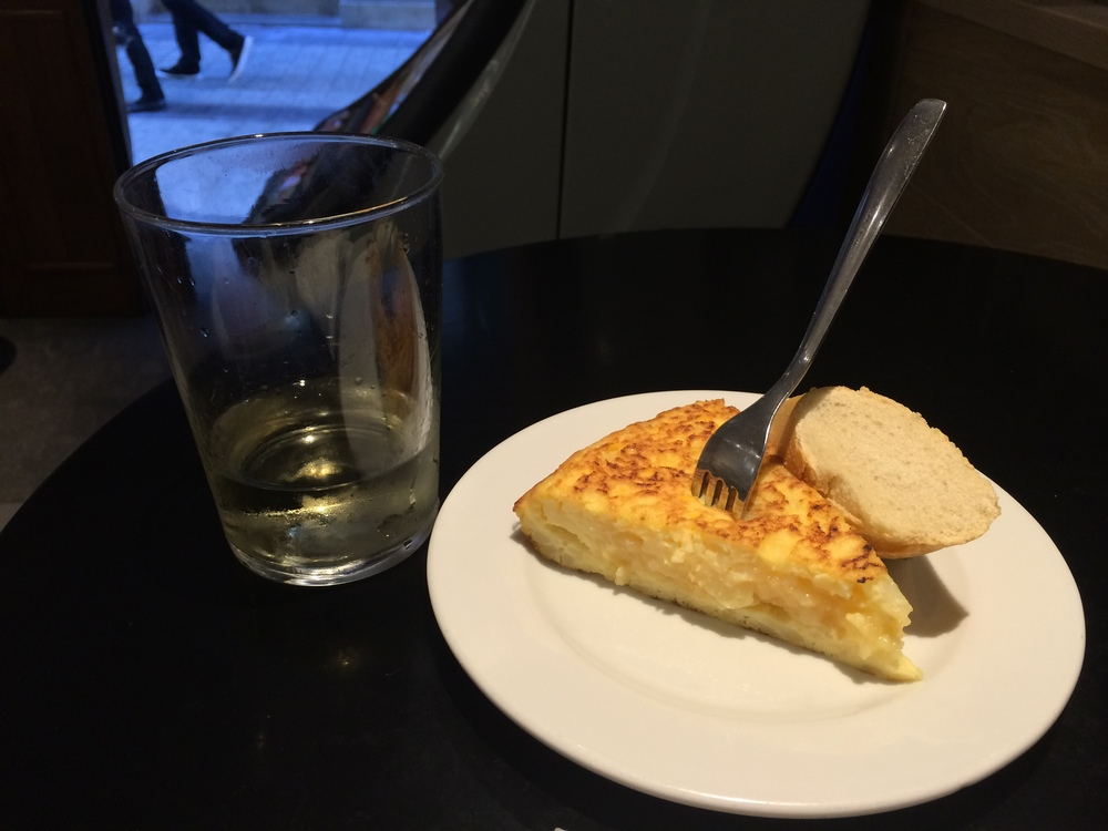 Perfect dinner. Tortilla patata and Txakoli.