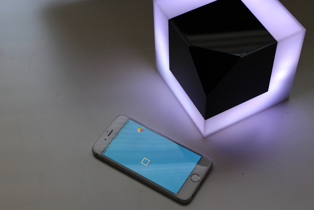 A white box shape in app represents connected PIXELS object. Users can drag around the box shape to catch other preferred color in digital environment(app).