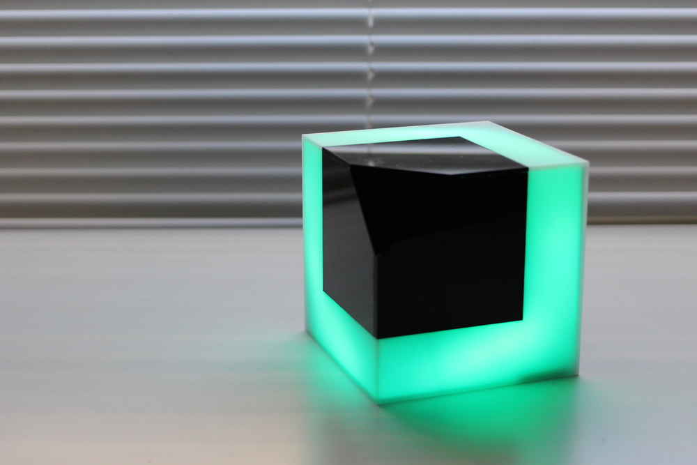Object PIXELS has three side light emitting partcreating illusion:2D and3D.