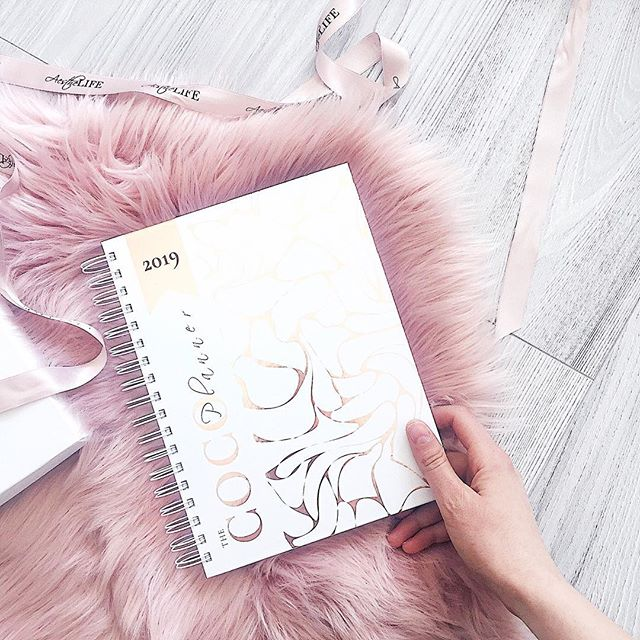Do you know that feeling when your new planner is so pretty that you can't wait start writing your ideas in it, yet it's so pretty you don't want to use it as you might ruin it... or is it just me? 🙋🏻♀️🙈