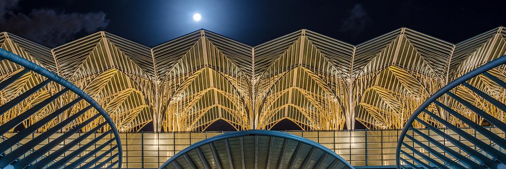 Lisbon sightseeing with Lisbon photo tour - Oriente Train Station
