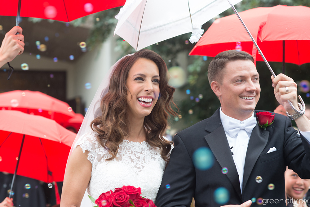 Red, white and fabulous: This couple was a joy to photograph!