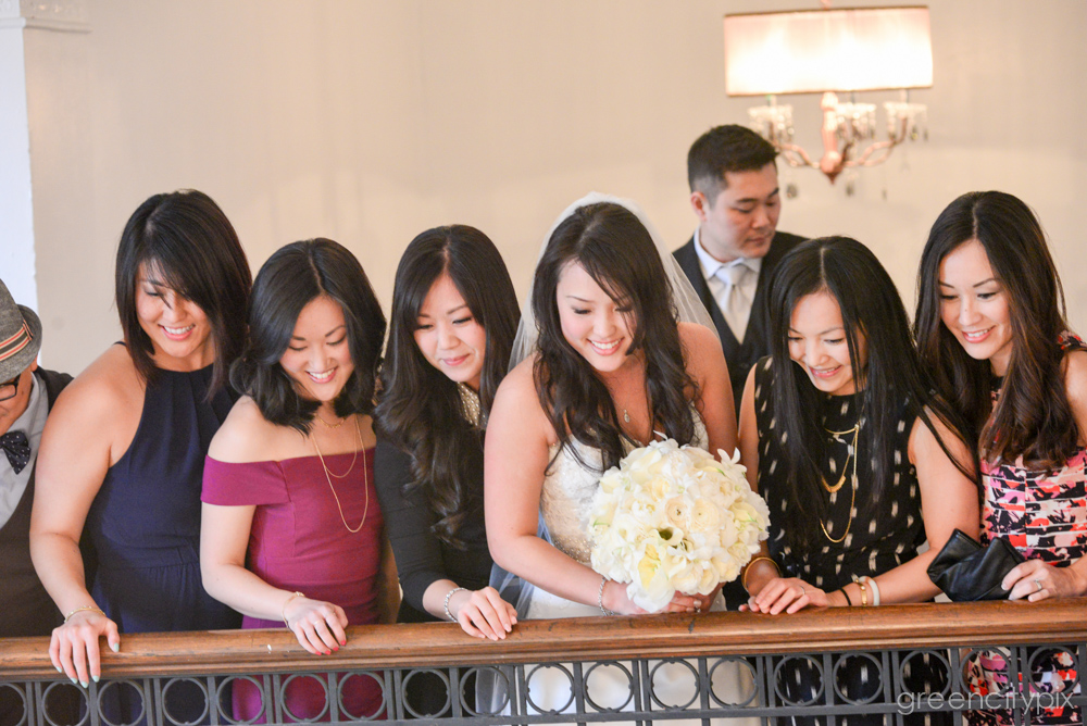 Such a lovely group of ladies! I love candid moments like this that happen in between the posed shots.